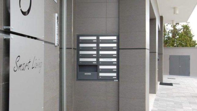 installazione casellario condominiale esterno