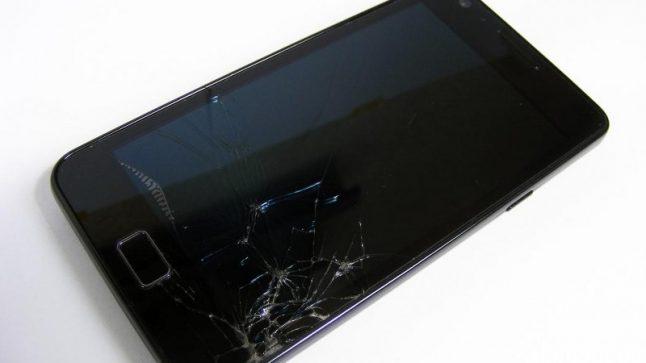 1492154104106.jpg--vetro_dello_smartphone_rotto__ora_si_ripara_da_se__800x600